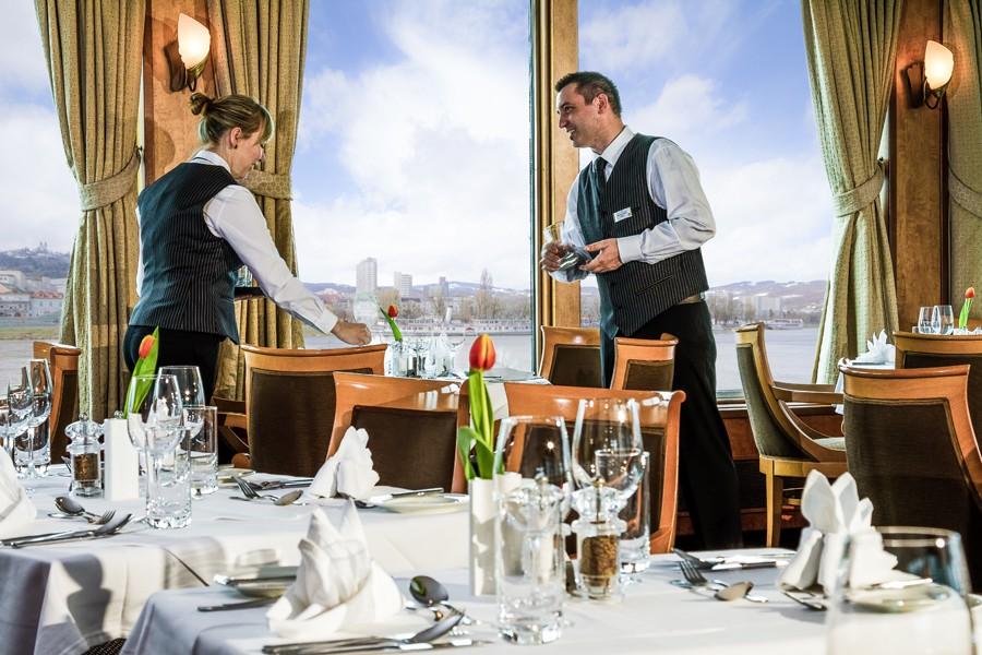 המסעדה בספינה